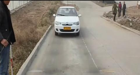 b2路考靠边停车技巧